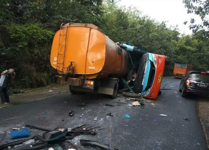 Kecelakaan Maut Bus Rosalia Indah VS Truk Tangki Tewaskan 8 orang