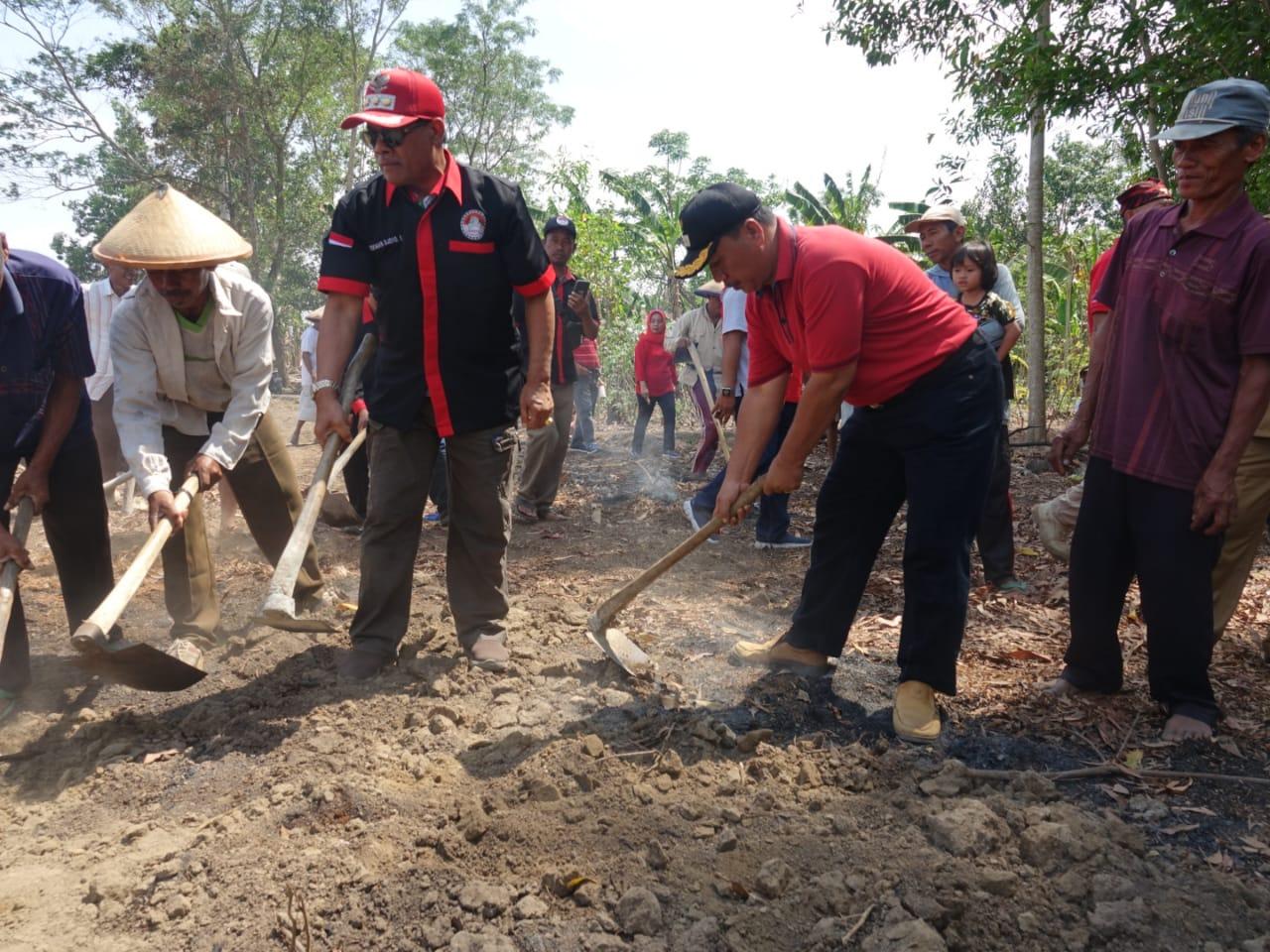 Gotong Royong Jadi Fokus Utama Bupati Loekman Membangun Lamteng