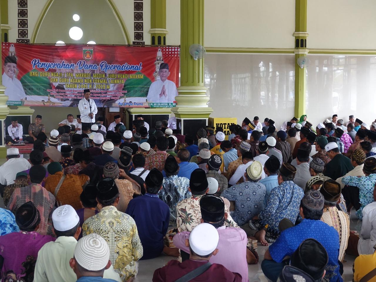 5.598 Orang Terima Bantuan Dana Oprasional Dari Pemkab Lamteng