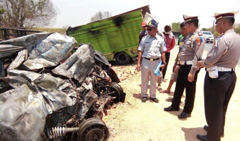 Brakkk… Lakalantas di Jalan Lintas Timur Sumatera KM 266-267 Terbanggi Ilir Tewaskan Enam Orang