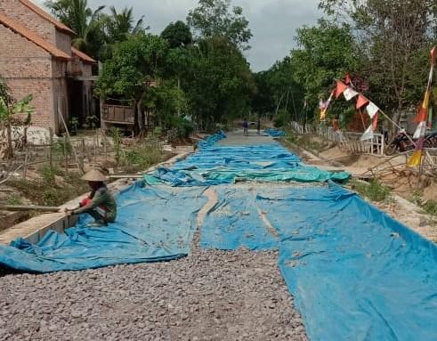 Ada Proyek Siluman, Pembangunan Jalan Rigit Beton Simpang Mesuji Milik Dinas Perkim Dikerjakan Tanpa Plang Anggaran